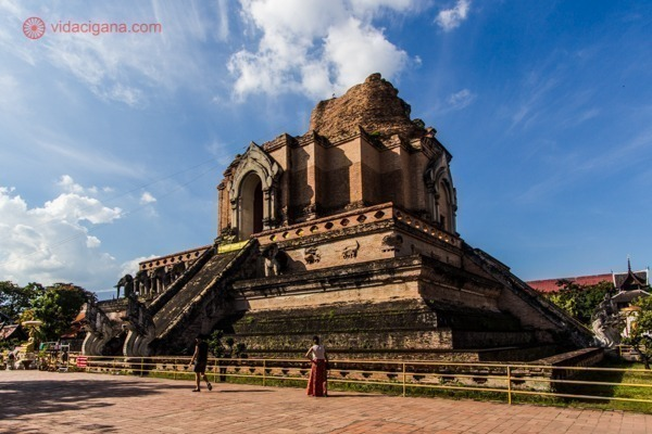 Um templo budista em ruínas em Chiang Mai, na Tailândia