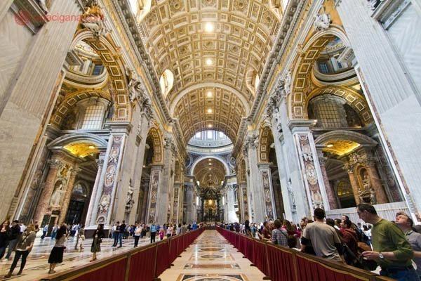 Praça e Basilica de São Pedro, no Vaticano