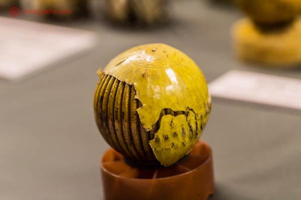 Uma bomba de napalm (ou agente laranja) exposto no War Remnants Museum, um museu sobre a Guerra do Vietnã, na Cidade de Ho Chi Minh.