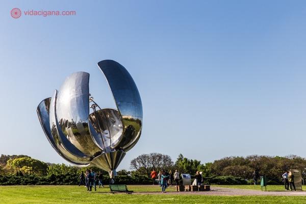 O que fazer em Buenos Aires: A Floralis Generica, famosa escultura de aço em Buenos Aires
