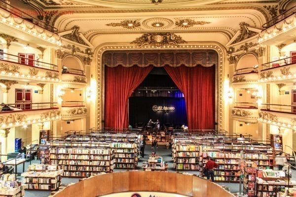O interior da livraria El Ateneo, em Buenos Aires
