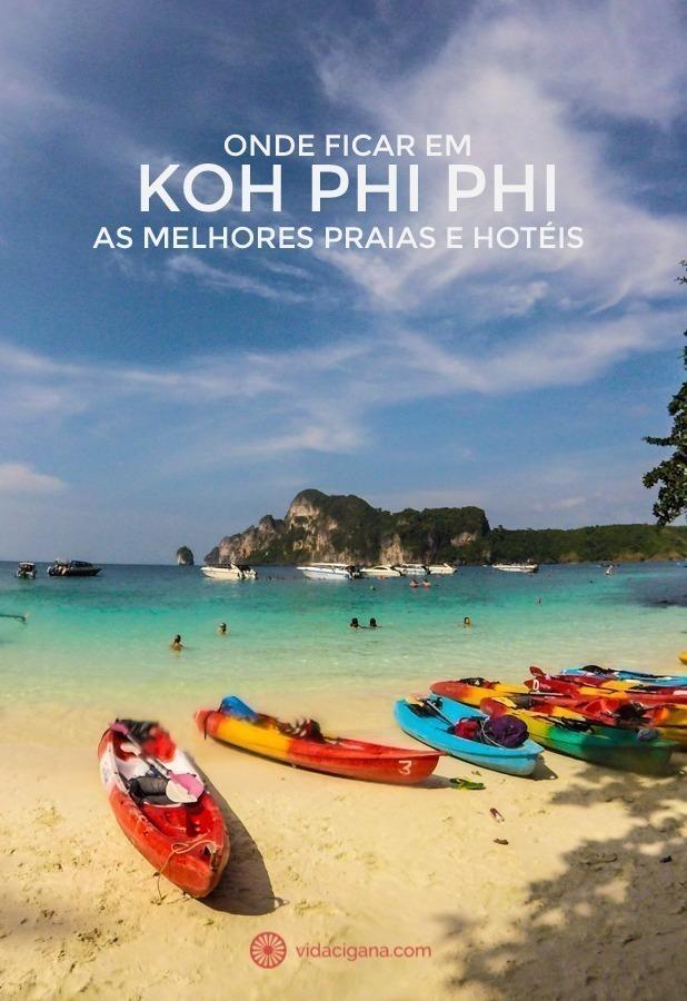 O que fazer em Koh Phi Phi: A linda Monkey Bay, com seus caiaques coloridos, praia de águas azuis e areias brancas e paredes rochosas em seu fundo. Um verdadeiro paraíso na Tailândia.
