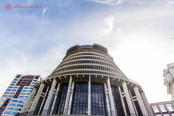 O que fazer em Wellington: The Beehive é o parlamento neozelandês, de onde o primeiro ministro governa o país. Ele tem formato de colmeia e fica no centro comercial da cidade.