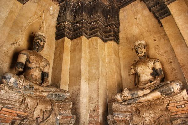 Ayutthaya na Tailândia possui inúmeros templos. Este é o Wat Chai Wattanaram, com estilo Khmer, típico do Camboja.