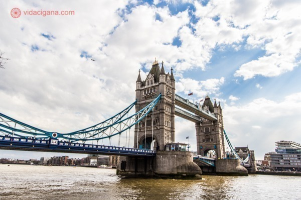 A União Europeia exige que seus visitantes tenham em mãos 5 documentos para viajar para Europa como turistas.