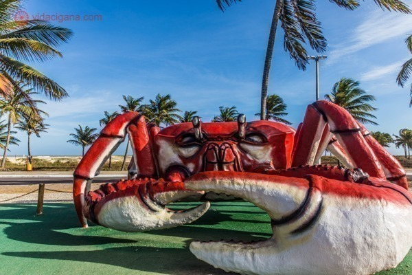 A escultura do Caranguejo na orla do Atalaia. Uma das esculturas mais visitadas e fotografadas em Aracaju. Todos os dias o lugar está lotado de turistas querendo tirar fotos com ele.