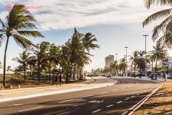 A Orla do Atalaia é a região mais visitada da cidade. Com seus calçadões, praias famosas e os melhores restaurantes e hotéis, vale muito a pena se hospedar nessa região.