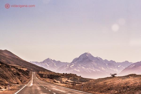 os principais pontos turísticos da nova zelândia: o mount cook, a montanha mais alta do país