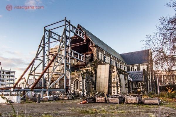 os principais pontos turísticos da nova zelândia: a catedral de christchurch destruida pelo terremoto de 2011