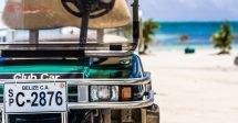 Onde ficar em Belize: Um carrinho de golf na beira do Mar do Caribe