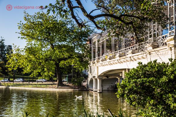 vista do lago de um dos parques do bairro de Palermo, em Buenos Aires