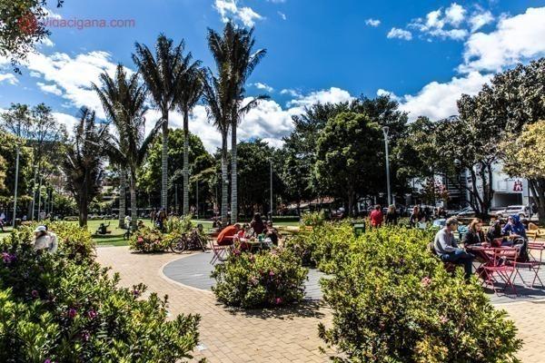 Onde ficar em Bogotá: O Parque de la 93 com todo seu espaço verde e super agradável.