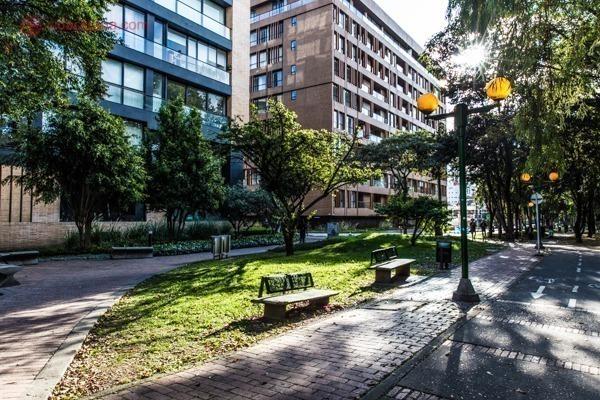 Onde ficar em Bogotá: As ruas do Chapinero, com seus prédios descolados e jardins.