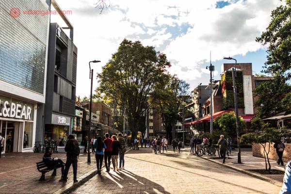 Onde ficar em Bogotá: A badalada Zona T, cheia de lojas e restaurantes descolados.