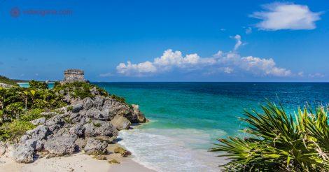 As ruínas de Tulum, no México: As ruínas do El Castillo junto com o Mar do Caribe.