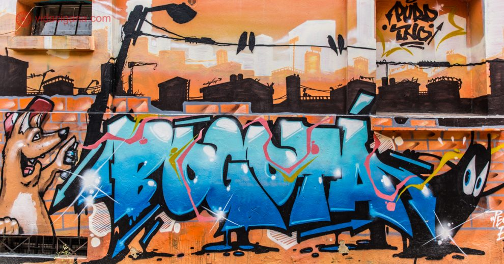 O que fazer em Bogotá: Uma das incríveis street art da capital da Colômbia durante o tour gratuito.