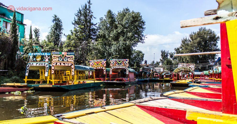 O que fazer na Cidade do México: Navegar pelos canais de Xochimilco a bordo das coloridas trajineras