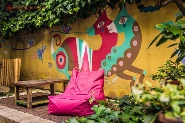 Onde ficar em Roma: O colorido pátio do The Beehive em Castro Pretorio