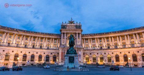 Onde ficar em Viena: O Hofsburg de noite