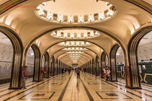 O que fazer em Moscou: O interior da estação Mayakovskaya