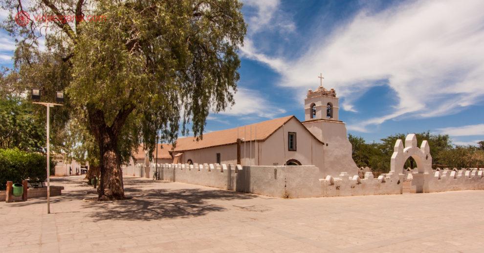 seguro viagem chile: igreja em san pedro do atacama