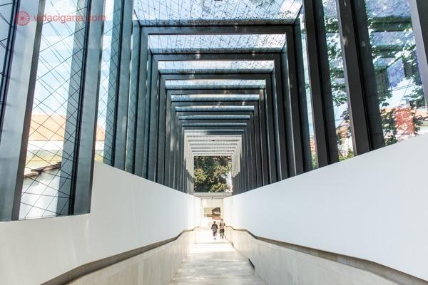 o que fazer em viena: um dos corredores do palácio belvedere, todo em vidro e bem moderno