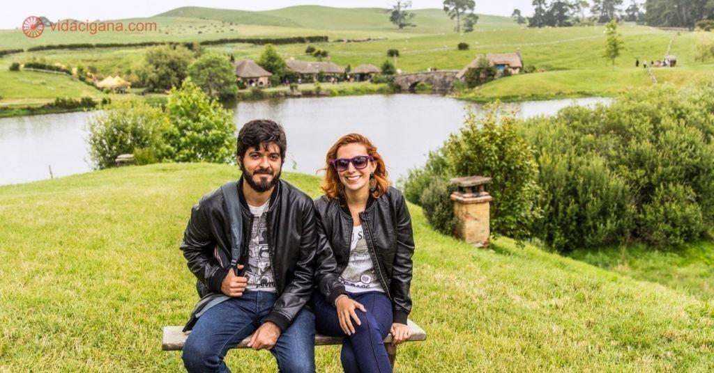 Larissa e Carlos em Hobbiton, na Nova Zelândia, em 2014