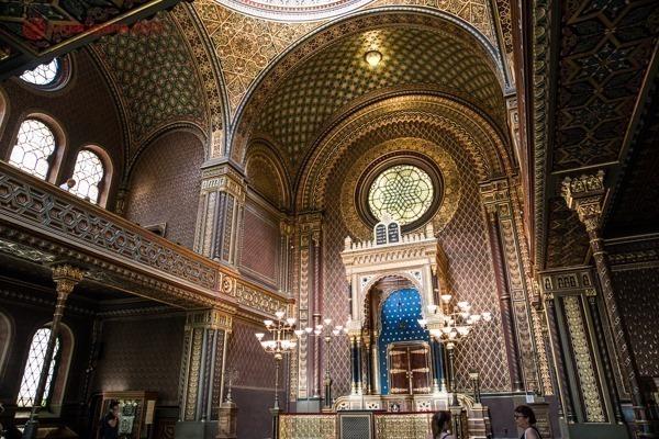 O interior super decorado da incrível Sinagoga Espanhola