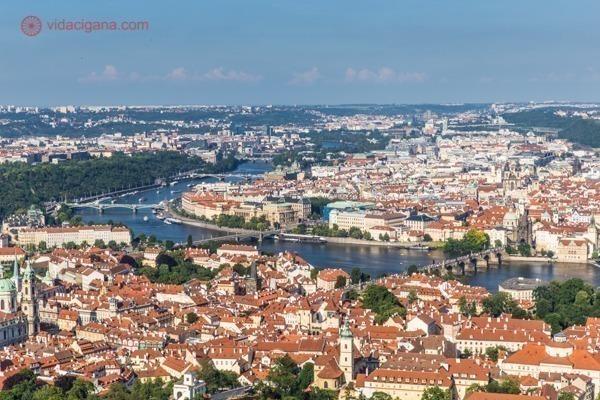 Vista de toda Praga do alto da Torre Petrín