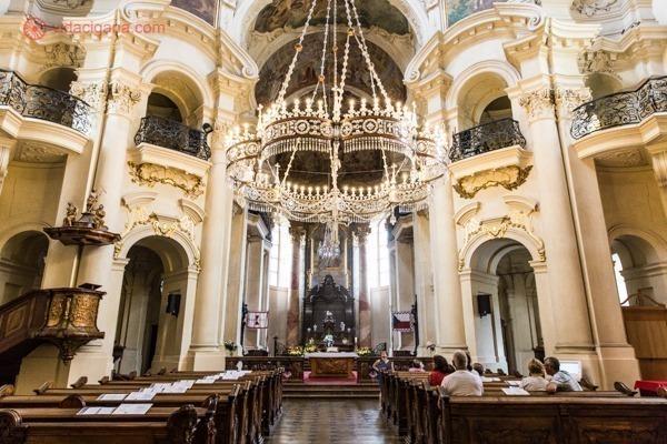 O que fazer em Praga: o interior da igreja de São Nicolau
