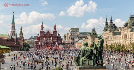 Onde ficar em Moscou: A Praça Vermelha vista de dentro da Catedral de São Basílio