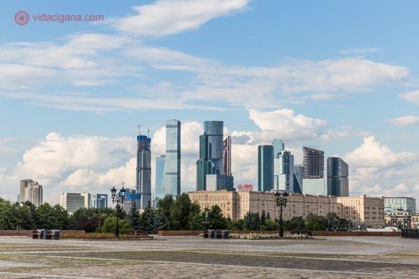 O bairro mais moderno de Moscou com vários arranha céus
