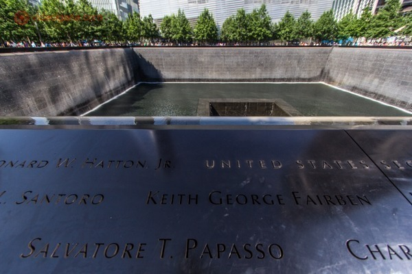 Memorial 11 de setembro, em Nova York: Uma das piscinas do marco zero do World Trade Center