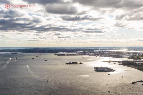 Memorial 11 de setembro, em Nova York: a estátua da liberdade vista lá de cima
