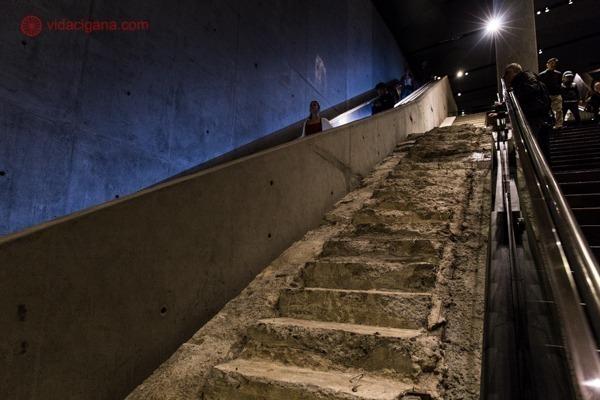 Memorial 11 de setembro, em Nova York: a escada dos sobreviventes bem deteriorada