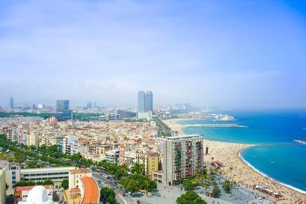 praia e bairro da barceloneta vistos do alto