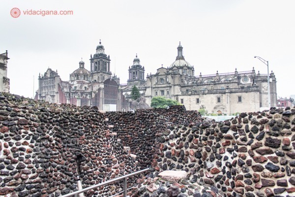 Onde ficar na Cidade do México: o Zócalo visto ao fundo, do templo do sol em pleno centro histórico da cidade do méxico