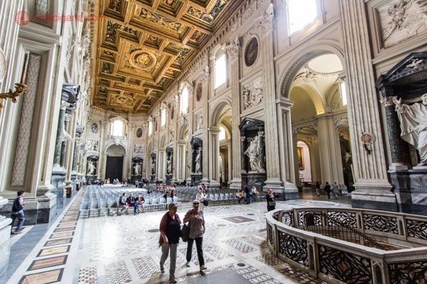 O interior da basílica de Latrão