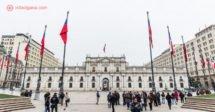 Todos os melhores bairros na hora de saber onde ficar em Santiago. Aqui vemos a Casa de la Moneda, palácio presidencial, no centro da cidade.