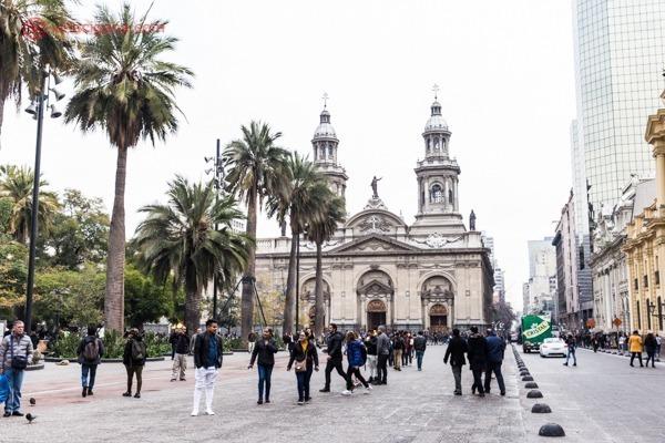 Centro histórico de Santiago com sua igreja principal na Plaza de Armas