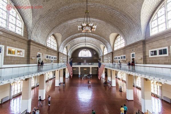 O interior do salão da Ellis Island
