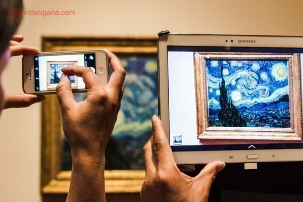 O quadro Noite Estrelada de Van Gogh visto através de câmeras