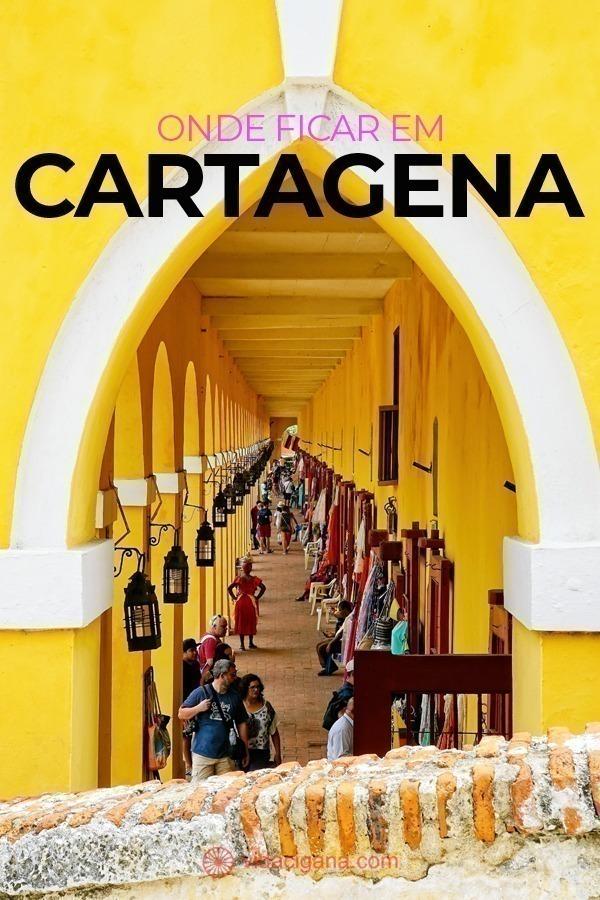 Onde ficar em Cartagena, Colômbia. A melhor decisão é ficar hospedado no Centro, dentro dos limites da Cidade Amuralhada, a região mais atraente. Mas a área ocupa um espaço reduzido que, por ser preservado como patrimônio, possui opções limitadas de hospedagem que cobram caro pelo direito de dormir em uma localização tão privilegiada. Para quem quer economizar, a cidade ainda oferece outros três bairros aos que buscam onde ficar em Cartagena e não querem estourar o orçamento na hospedagem.