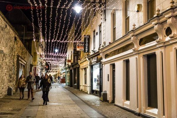 Ruas de Galway iluminadas