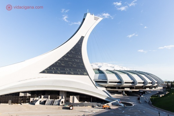A Torre Inclinada de Montreal no Complexo Olímpico