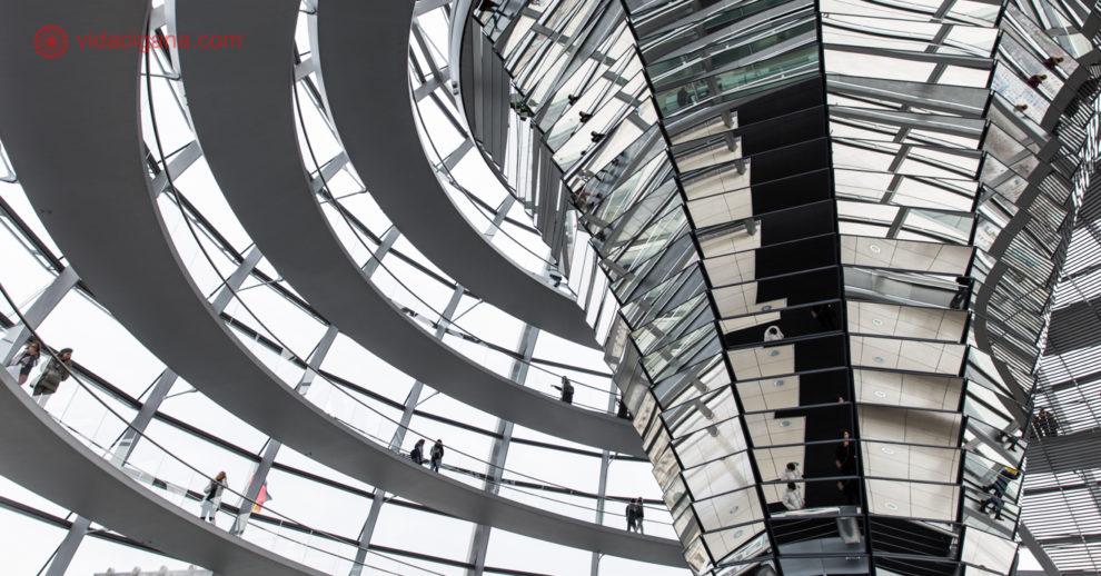 O que fazer em Berlim: o interior da cúpula do reichstag, circular
