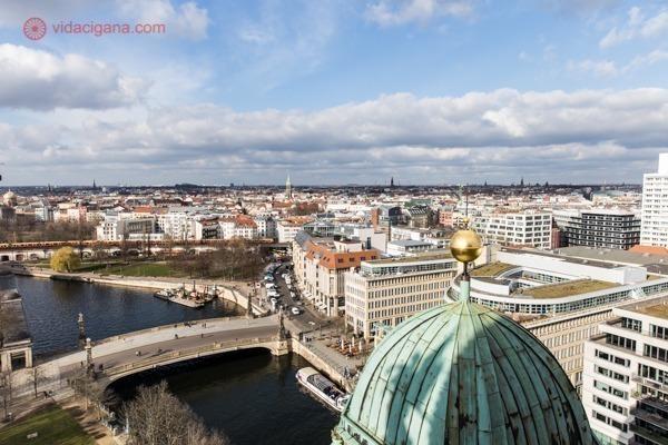 A vista do rio Spree do alto da Berliner Dom