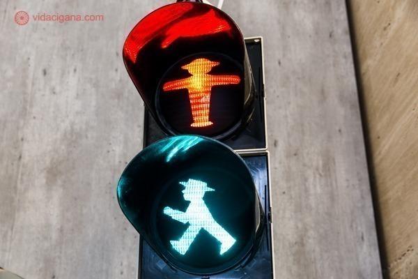 os famosos Ampelmännchen, os famosos homenzinhos do semáforo da antiga Berlim Oriental, hoje um dos símbolos da cidade