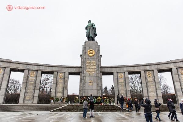 O que fazer em Berlim: O memorial de guerra soviético