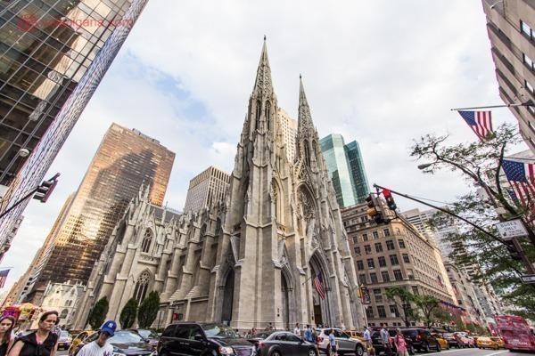 A Saint Patrick's Cathedral na quinta avenida